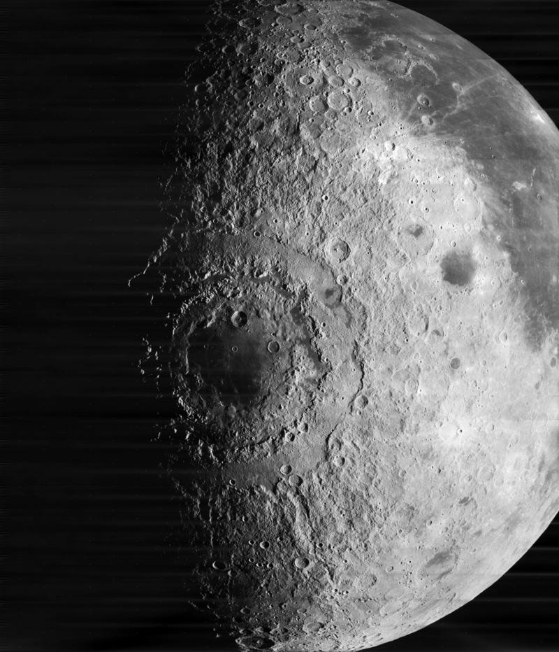Cráter mar oriental en la luna. Conoce la fase lunar hoy y todo lo que se puede ver hoy de la Luna
